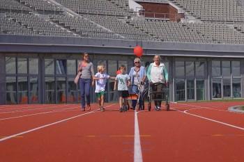 Rollatorloop 2015 in het Olympisch stadion: zelf op de renbaan lopen!
