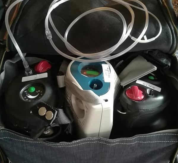 Drie zuurstoftanks in Rollz Flex rollatortas