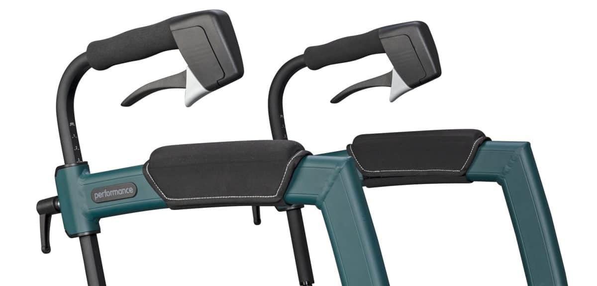 Zachte en ergonomisch gevormde handgrepen van de rollator met luchtbanden