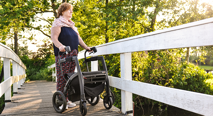 Woman walking with a Parkison rollator as Parkinson study shows benefits in using a walker with cues